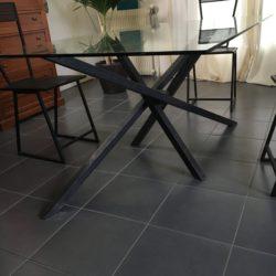 table en metal et verre